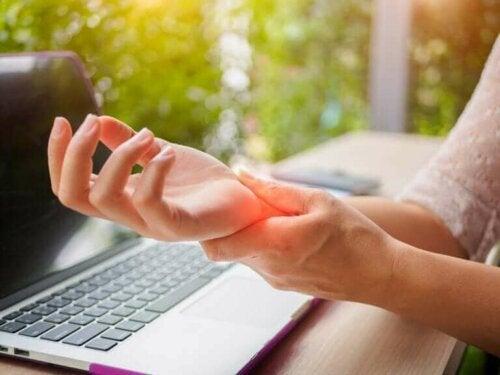Slik kan du forebygge leddgikt i hendene: 5 tips