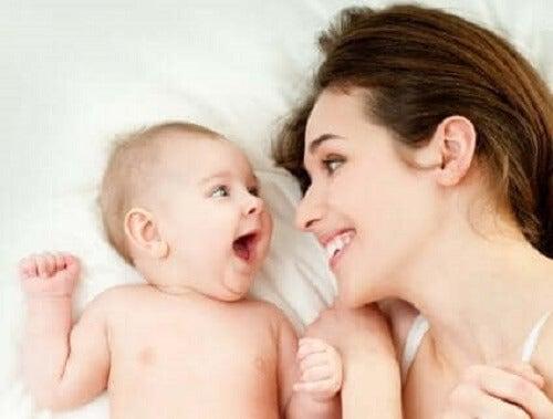 Mor med baby.