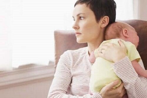 Mor og barn.