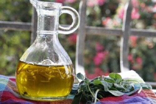 Oregano og olivenolje.
