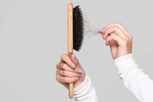 Tips om hvordan du kan rengjøre hårbørsten din