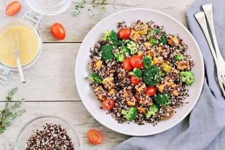 Å spise quinoa hjelper deg med å gå ned i vekt