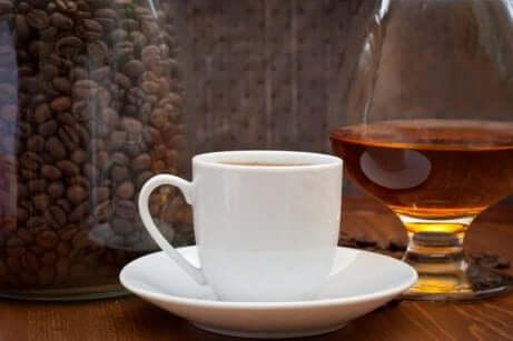 Reguler mengden alkohol og koffein du drikker