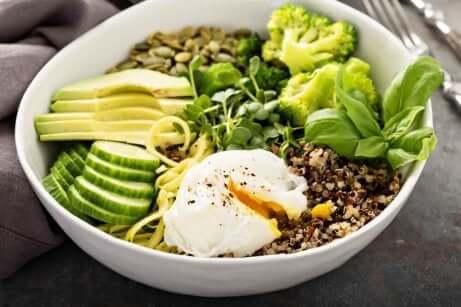 Salat med avokado og frø for å overvinne søvnløshet.