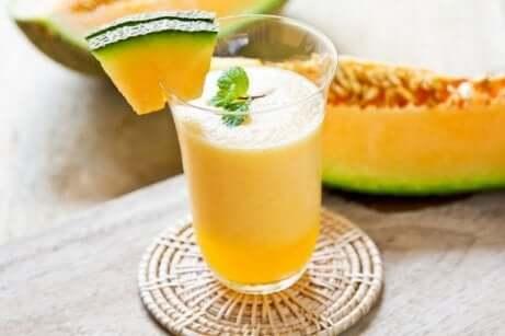Smoothies for å overvinne muskeltretthet: Melon, drue og spinat