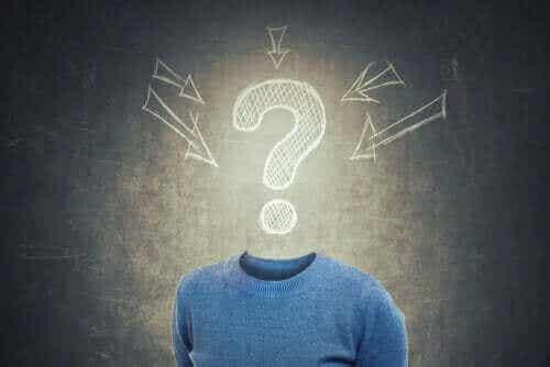 Hva er konfabulasjoner og hvorfor oppstår de?