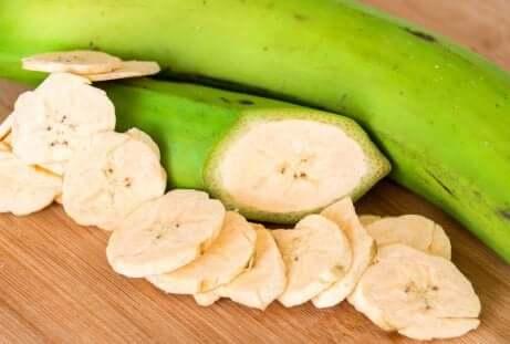 Grønne bananer i skiver