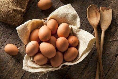En kurv med egg