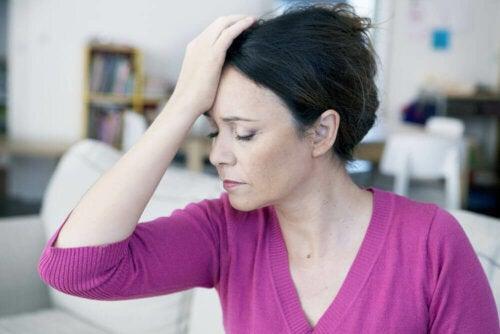 Kvinne med hodepine.