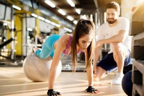 Planken med treningsball.