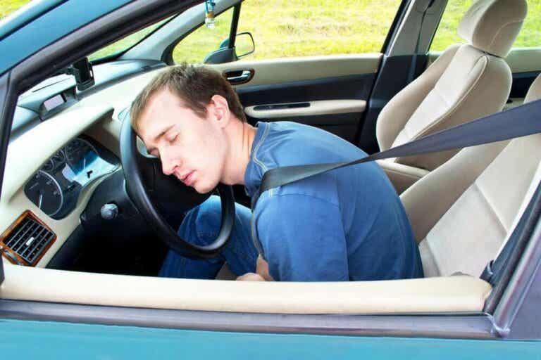 9 tips for å holde deg våken når du kjører
