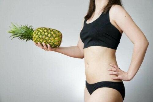 Å drikke ananasvann hjelper med å gå ned i vekt.