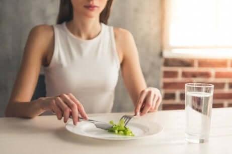En kvinne med spiseforstyrrelser.