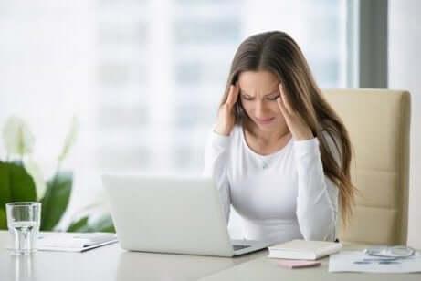 En kvinne med stress og angst