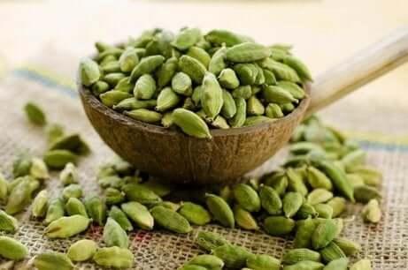 Kardemomme er et godt middel mot gastrointestinal halitose.