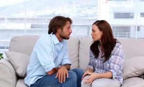 Snakk om det åpne forholdet deres og diskuter eventuelle endringer