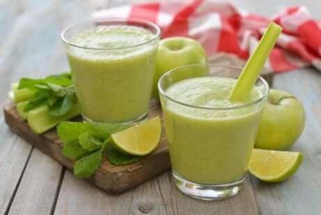 To smoothier med grønt eple