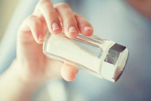 De vanlige produktene som salt kan være skadelig.