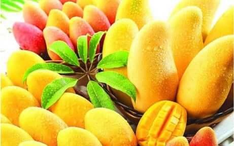 en haug med mango, tropisk frukt