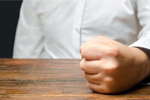 Årsaker til og håndtering av sinneutbrudd