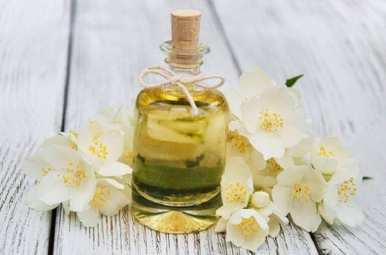 essensiell olje av jasmin
