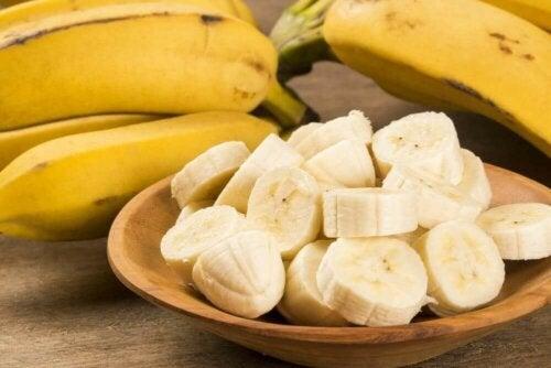 Kroppsskrubber for tørr hud med banan.