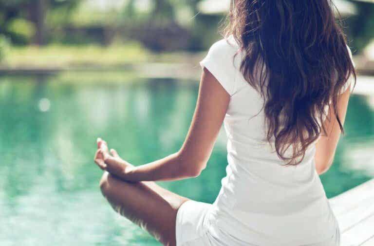 De tre beste yogastillingene for bekkenhelsen din