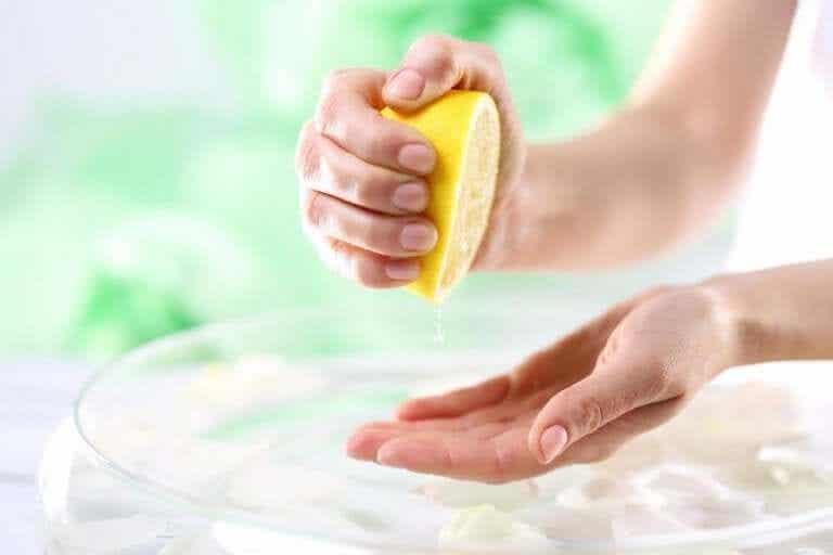 6 naturlige behandlinger for å forbedre huden på hendene