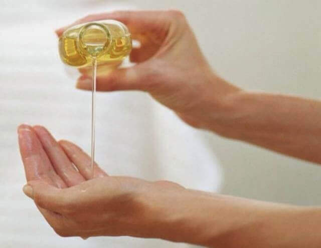 forbedre huden på hendene dine med mandelolje