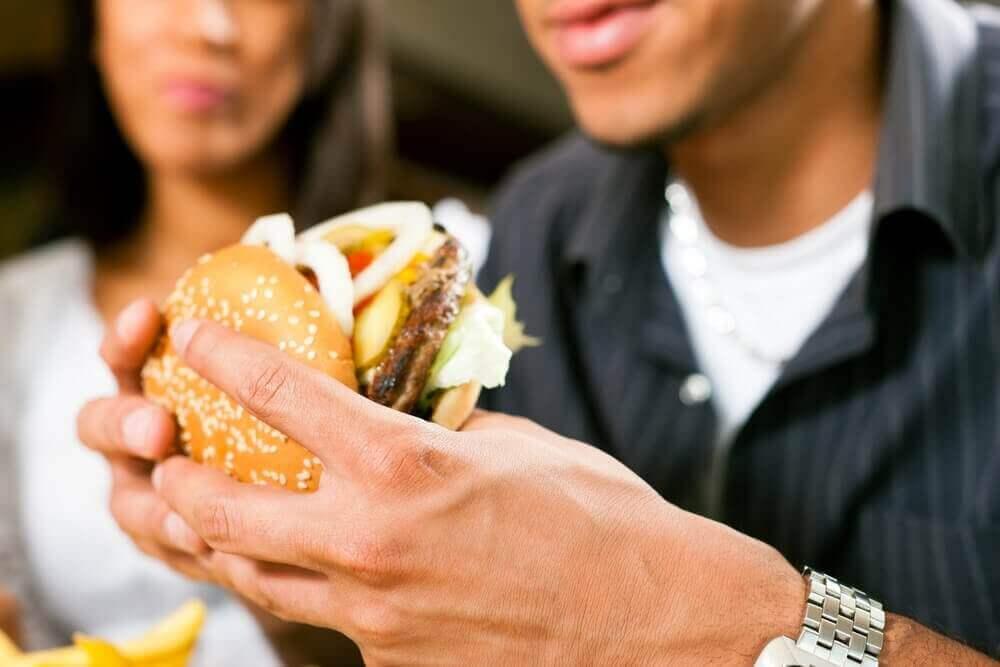 Å ha et dårlig kosthold kan være årsak til ryggsmerter