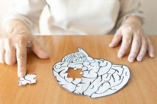 Et puslespill av en hjerne