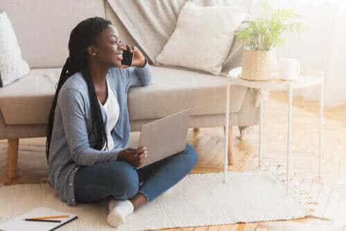 Fordeler og ulemper med å sitte på gulvet