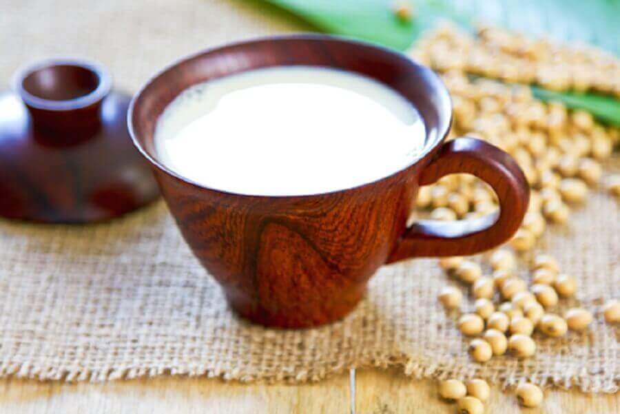 Melk er en av de naturlige behandlingene mot søvnløshet
