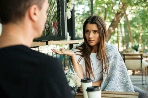 Fire problemer som kan påvirke forholdet ditt og drive dere fra hverandre