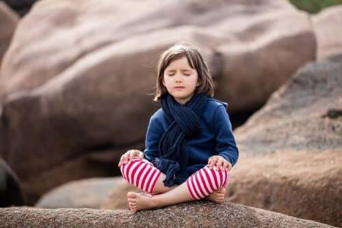Mindfulness for barn og unge voksne: Er det effektivt?