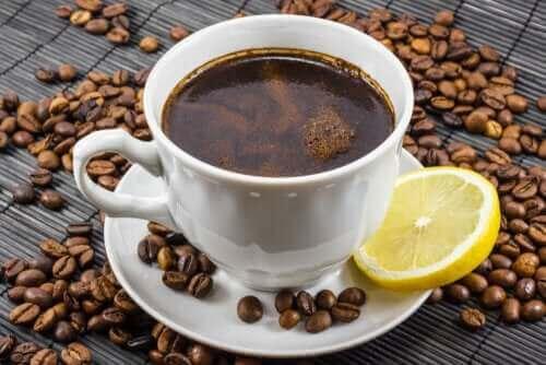 Kaffe og sitron: Er det en god blanding?