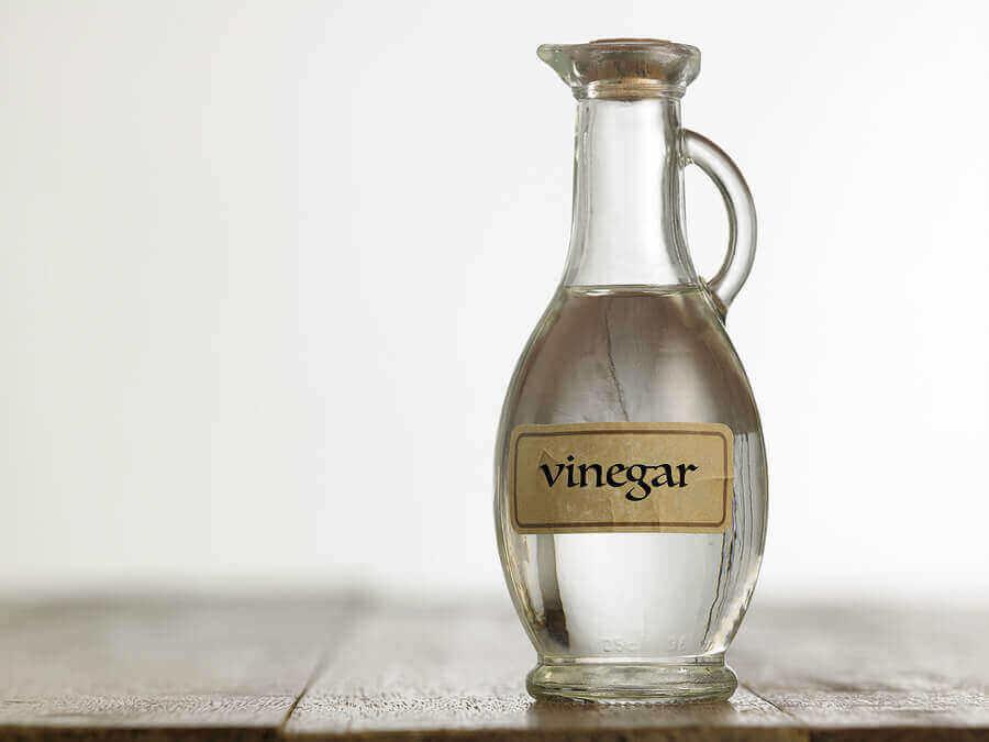 En flaske klar eddik
