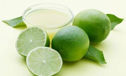 Sitrusfrukt og juice i en bolle