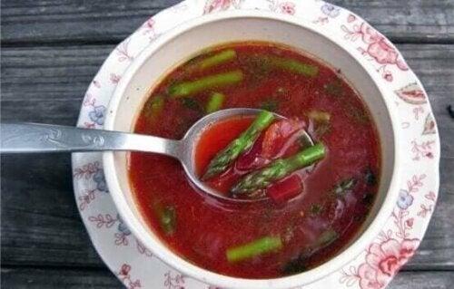 Suppe med rødbeter.