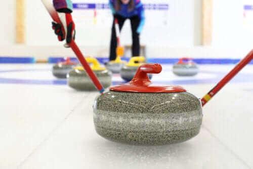 Alt du trenger å vite om vinteridretten curling