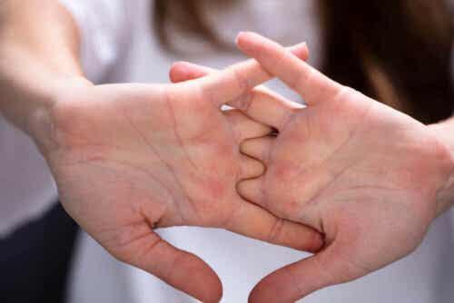 Et par hender.