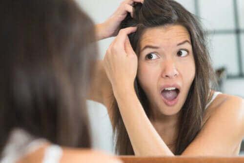 Fire grunner til at du kan få grå hår når du er ung