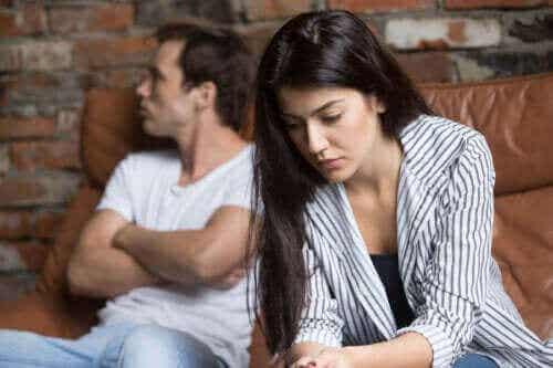 Hva du bør gjøre når partneren din virker fjern