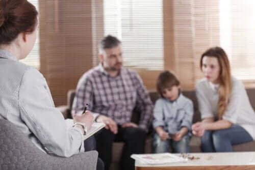 Når er familieterapi nødvendig i en familie?