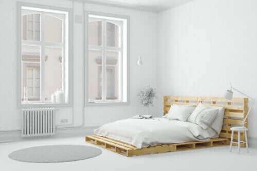 Seks måter å forenkle et soverom på