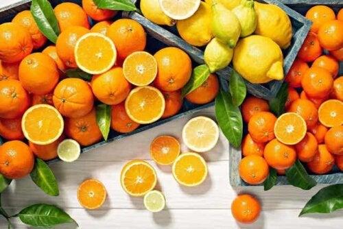 Sitroner og appelsiner