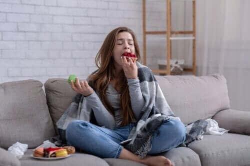 Jeg klarer ikke å stoppe å spise: Årsaker og hva du kan gjøre