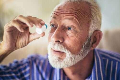 Hva består åpenvinklet glaukom av?