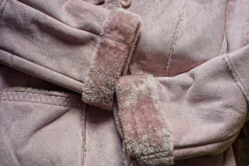 En jakke i semsket skinn