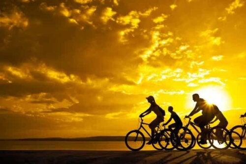 Folk som sykler